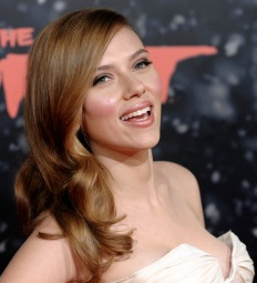 "Scarlett Johansson, a cast member in ""The Spirit,"" arrives at the premiere of the film in Los Angeles, Wednesday, Dec. 17, 2008. (AP Photo/Chris Pizzello)"