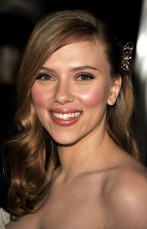 """HOLLYWOOD - DECEMBER 17: Actress Scarlett Johansson arrives at the Los Angeles premiere of Lionsgate's """"The Spirit"""" held at Grauman's Chinese Theatre on December 17, 2008 in Hollywood, California. (Photo by Kevin Winter/Getty Images)"""