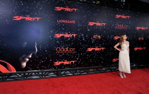 HOLLYWOOD - DECEMBER 17: Actress Scarlett Johansson arrives at the Los Angeles premiere of Lionsgate's 'The Spirit' held at Grauman's Chinese Theatre on December 17, 2008 in Hollywood, California. (Photo by Frazer Harrison/Getty Images)