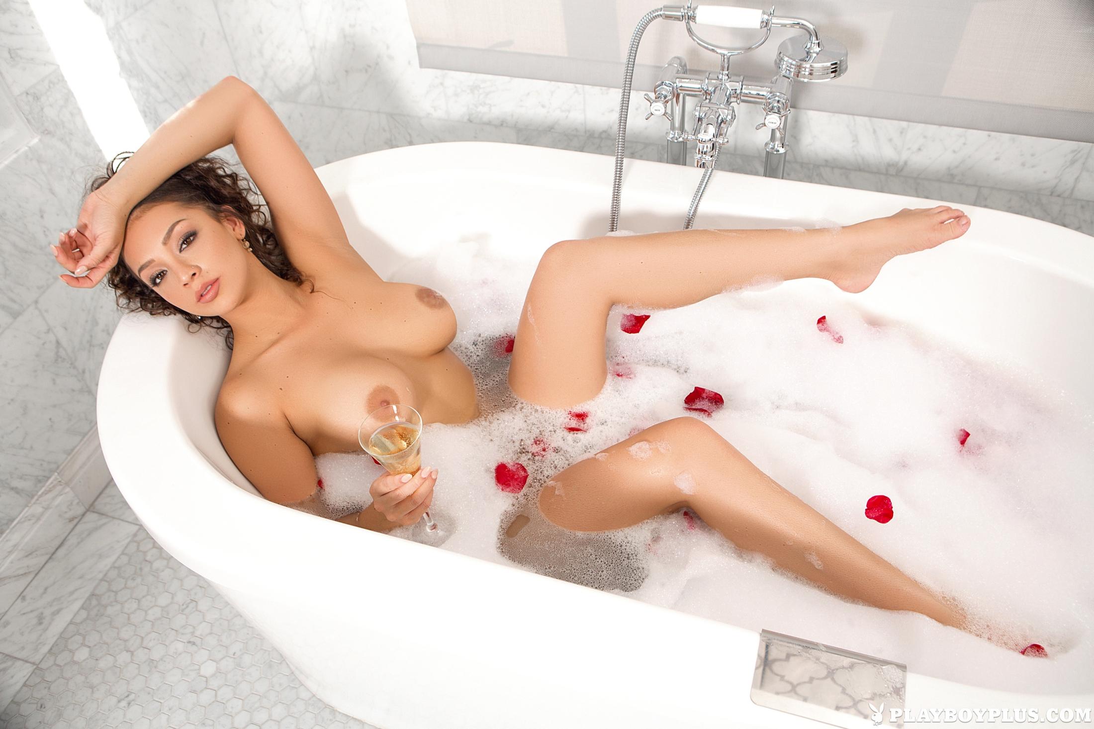 порция воска фото красивых девушек голышок в ванной вашему вниманию групповой