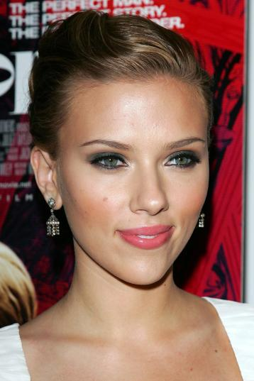 "NEW YORK - JULY 26: Actress Scarlett Johansson attends the Focus Features and Loreal premiere of ""Scoop"" at the Museum of Modern Art July 26, 2006 in New York City. (Photo by Evan Agostini/Getty Images)"