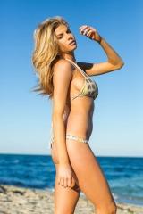 Charlotte-McKinney-Bikini-Deflated_2