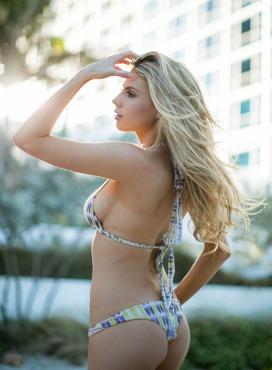 Charlotte-McKinney-Bikini-Deflated_4