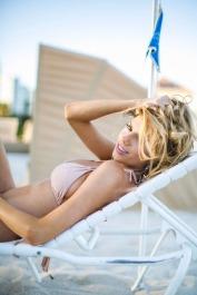 Charlotte-McKinney-Bikini-Deflated_5
