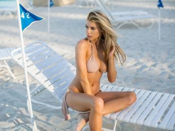 Charlotte-McKinney-Bikini-Deflated_7