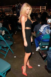 Charlotte-McKinney-Boxing-Boobs_2