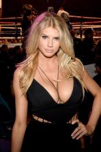 Charlotte-McKinney-Boxing-Boobs_4