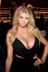 Charlotte-McKinney-Boxing-Boobs_4