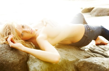 Charlotte-McKinney-Gosee_5