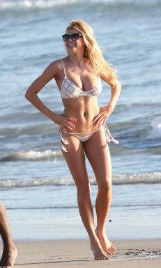 charlotte-mckinney-in-bikini-at-venice-beach_4