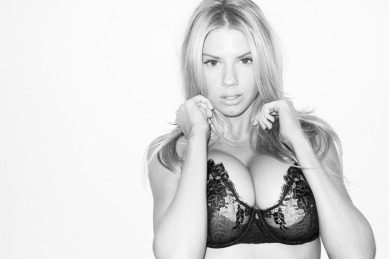 Charlotte-McKinney-Underwear-Boobs_3