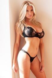Charlotte-McKinney-Underwear-Boobs_4