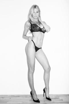 Charlotte-McKinney-Underwear-Boobs_8