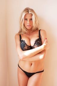 Charlotte-McKinney-Underwear-Boobs_9