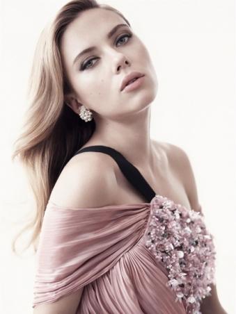 Scarlett-Johansson-Cleavy-Adds-in-Vanity-Fair-Magazine-03-cr1407860036804-435x580