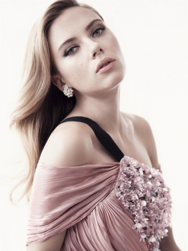 Scarlett-Johansson-Cleavy-Adds-in-Vanity-Fair-Magazine-03-cr1407860036804-435x580