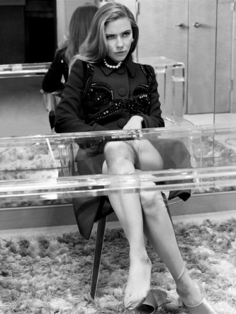 Scarlett-Johansson-Cleavy-Adds-in-Vanity-Fair-Magazine-04-cr1407860036200-435x580