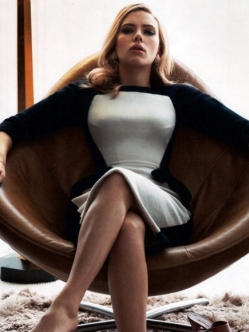 Scarlett-Johansson-Cleavy-in-Vanity-Fair-Magazine-May-2014-03-cr1397141117762-435x580