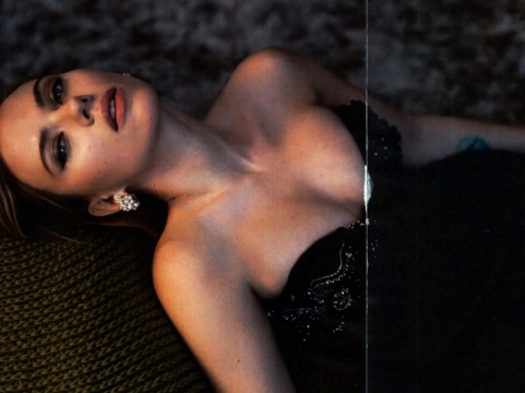Scarlett-Johansson-Cleavy-in-Vanity-Fair-Magazine-May-2014-04-cr1397141105876-580x435