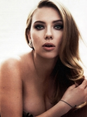 Scarlett-Johansson-Cleavy-in-Vanity-Fair-Magazine-May-2014-09-cr1397141101644-435x580