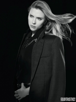Scarlett-Johansson-Hot-in-Dazed-and-Confused-Spring-2014-05-435x580