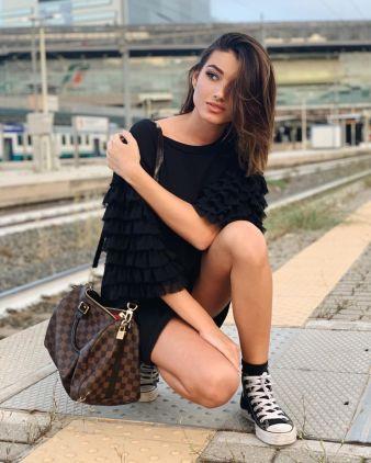 rebecca_staffelli___BylKGRPIkjW___