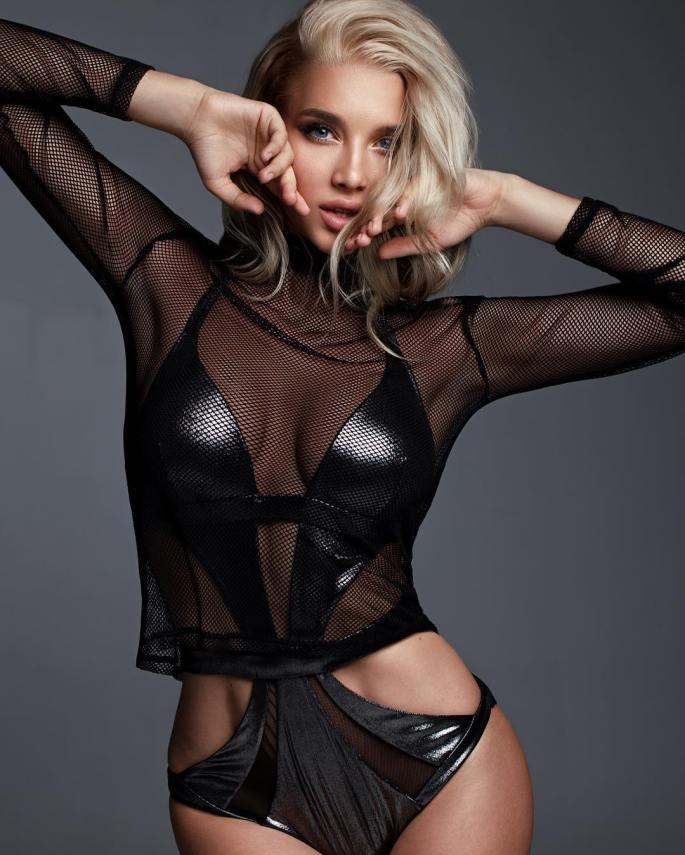 Anastasia-Mikhaylyuta-Wallpapers-Insta-Fit-Girls-7