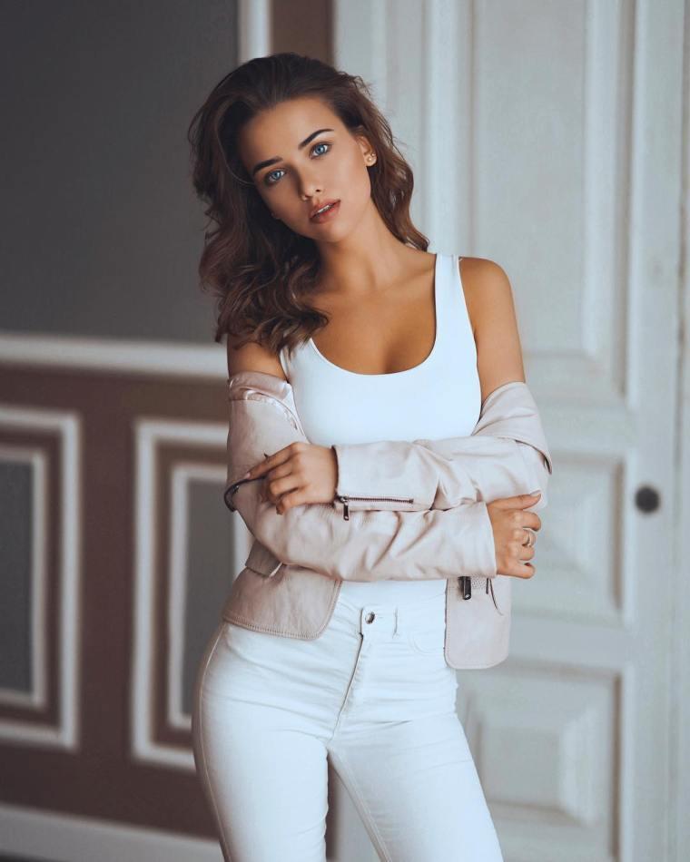 Anna-Belik-Wallpapers-Insta-Fit-Girls-1