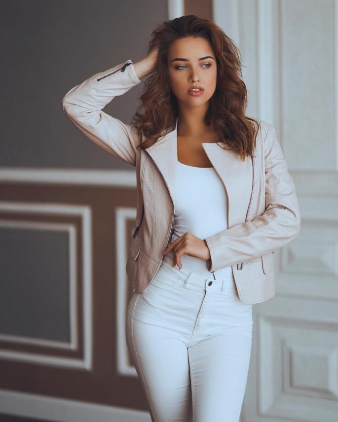 Anna-Belik-Wallpapers-Insta-Fit-Girls-3
