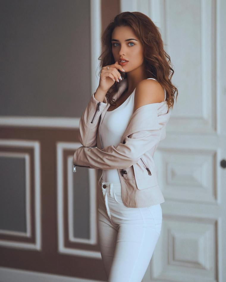 Anna-Belik-Wallpapers-Insta-Fit-Girls-4