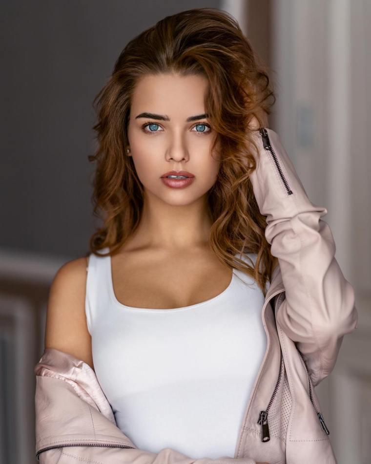 Anna-Belik-Wallpapers-Insta-Fit-Girls-5