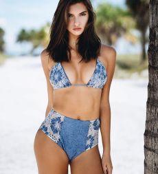model-chanel-postrel-blue-brown