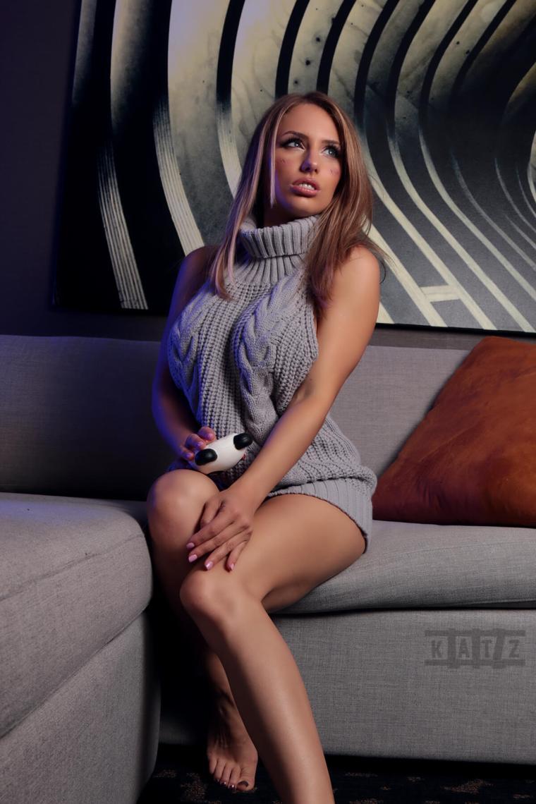 7-Liz-Katz-Virgin-Killer-Sweater-3
