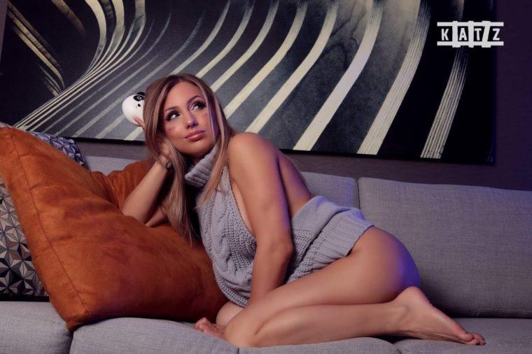 9-Liz-Katz-Virgin-Killer-Sweater-8-1080x720